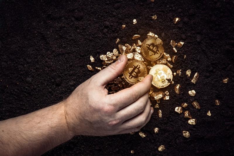 bitcoin-gold-hedge-shutterstock